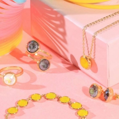 DISCOVER SPARKLE WITH FOREVER CRYSTALS