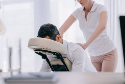 ORIENTAL CHI CHAIR MASSAGE IS BENEFICIAL.